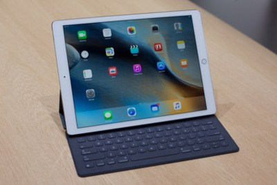 Apple iPad Pro 128 GB WiFi + Cellular, Tablet Layar Besar 12.9 Inchi RAM 4 GB